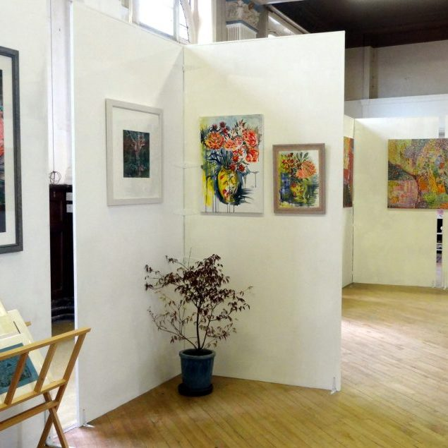 Well-lit-exhibition-space-DSC02855